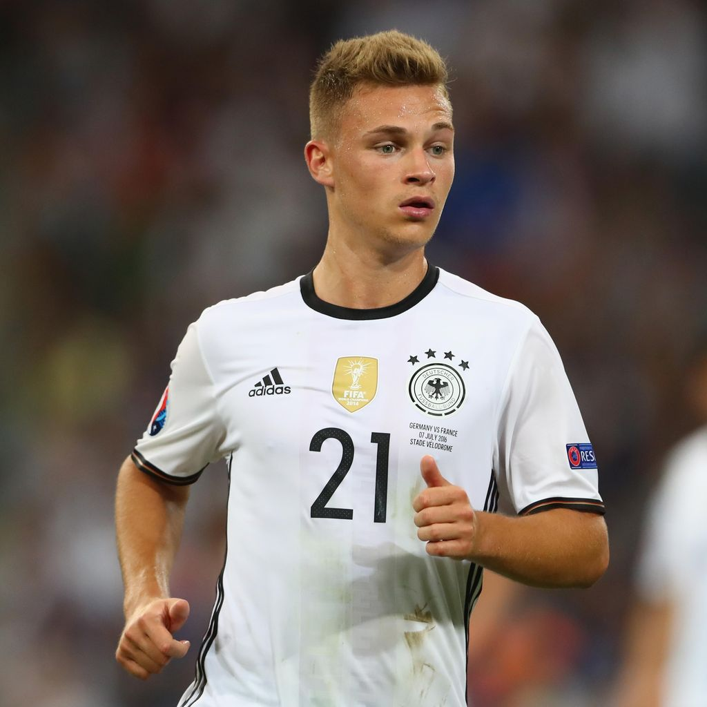 Daripada Pindah Klub, Bertahan di Bayern Lebih Menarik bagi Kimmich