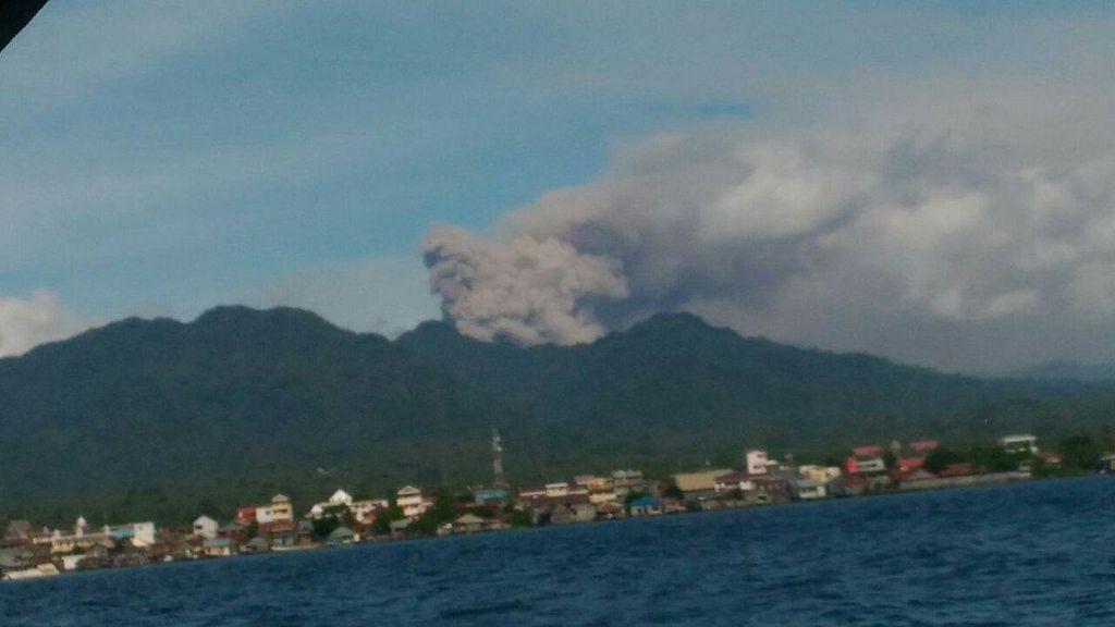 Bandara Gamar Malamo Ditutup karena Abu Vulkanik Gunung Dukono