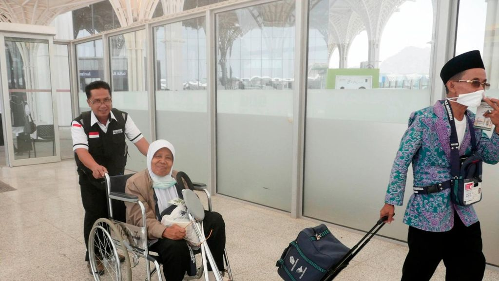 30 Ribu dari 74 Kloter Jamaah Haji Indonesia Tiba di Bandara Madinah