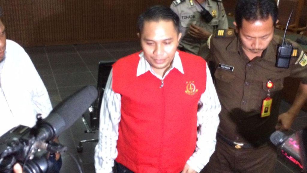 Terbukti Aniaya 3 Pembantu, Eks Anggota DPR Ivan Haz Dihukum 1,5 Tahun Penjara
