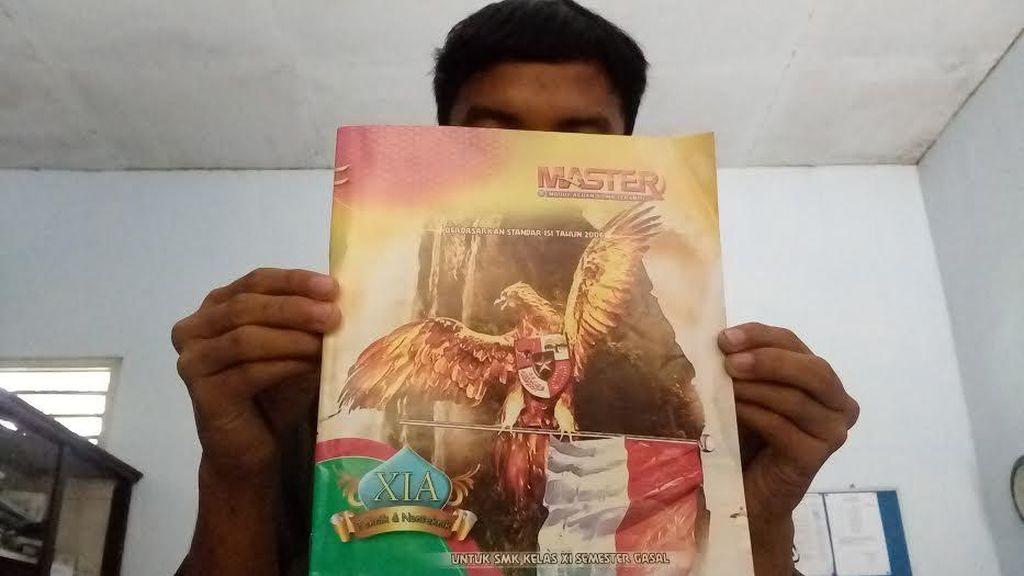 Buku Bersampul Garuda Menari Akhirnya Ditarik dari Siswa