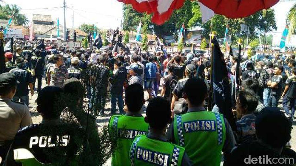 2 LSM Bentrok Saat Demo Proyek Pembangunan Venue PON di Pangandaran