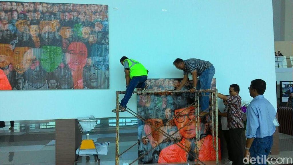 Begini Proses Penurunan Lukisan Tokoh Bangsa dan Aidit di Terminal Ultimate 3
