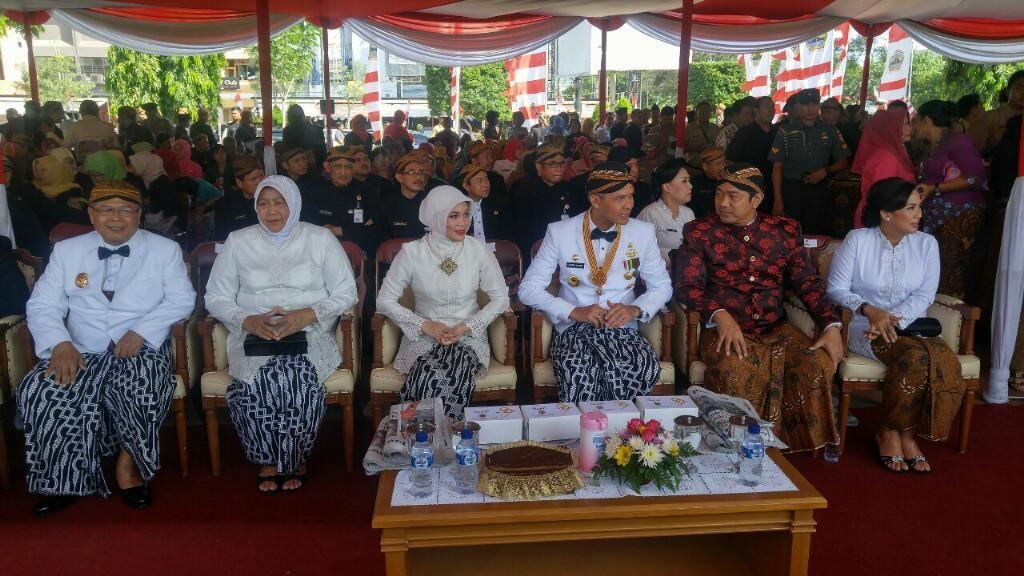 Gubernur Ganjar dan PNS Kenakan Baju Adat Sat Upacara HUT Jateng
