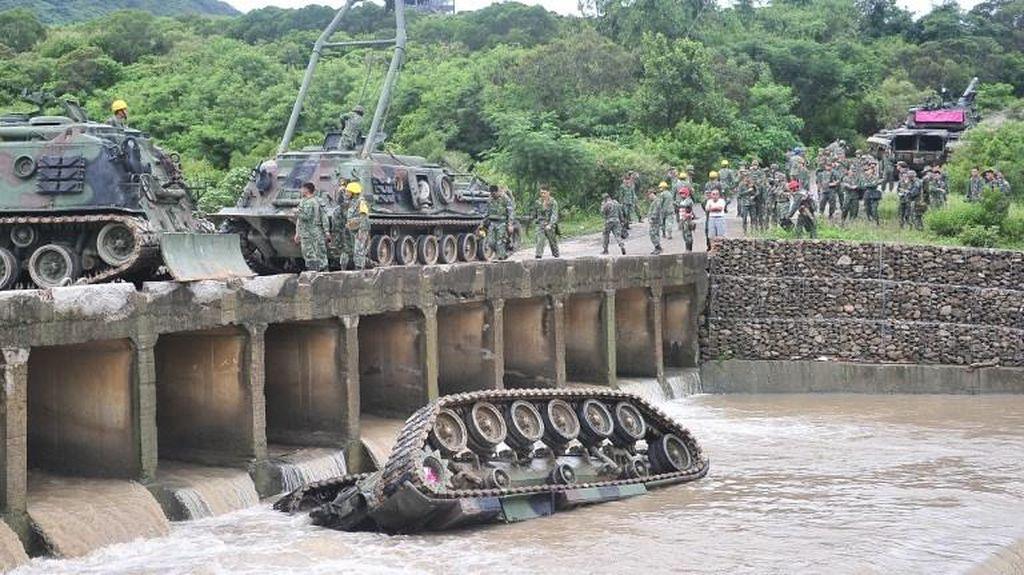 Tank Militer Taiwan Jatuh ke Sungai Usai Latihan, 4 Tentara Tewas