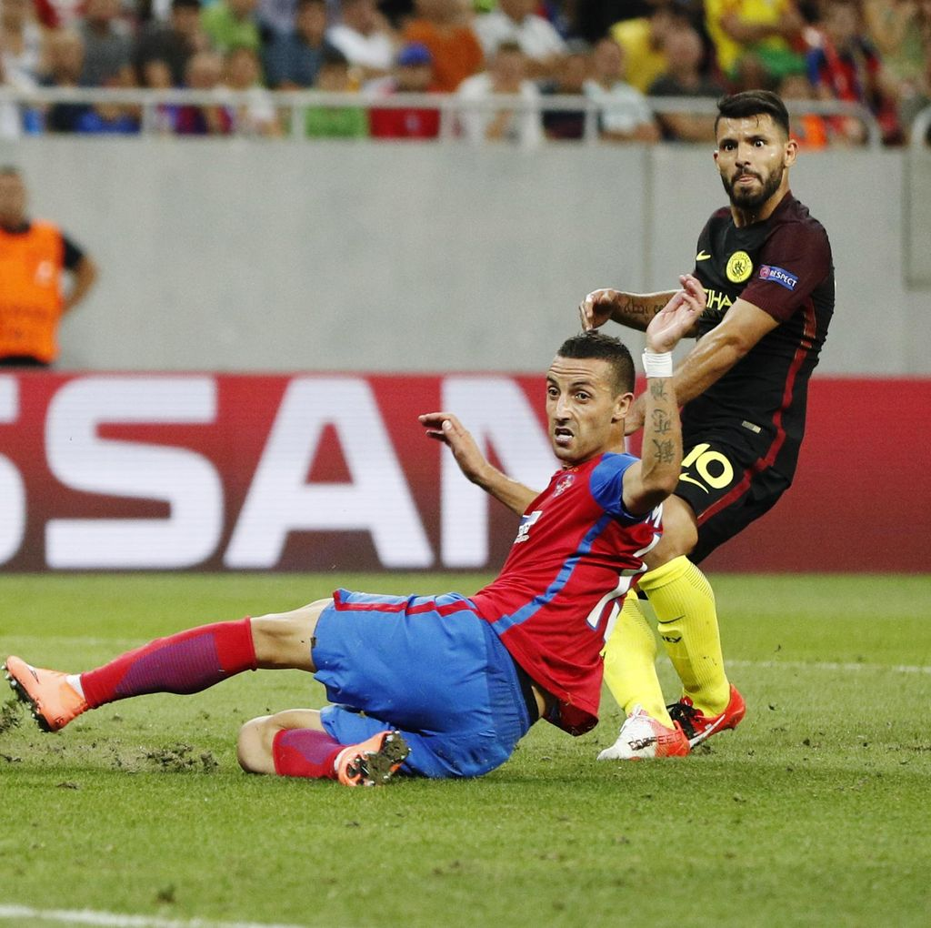 Aguero Hat-trick, City Libas Steaua 5-0