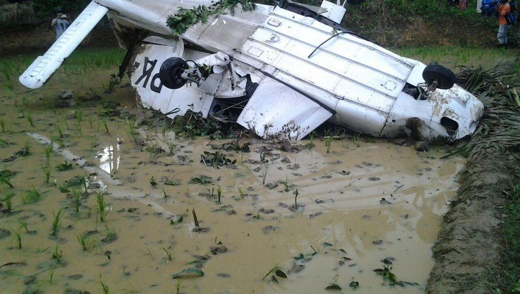 Pesawat yang Kecelakaan di Sawah Dievakuasi, akan Dibawa ke Lanud Tasikmalaya