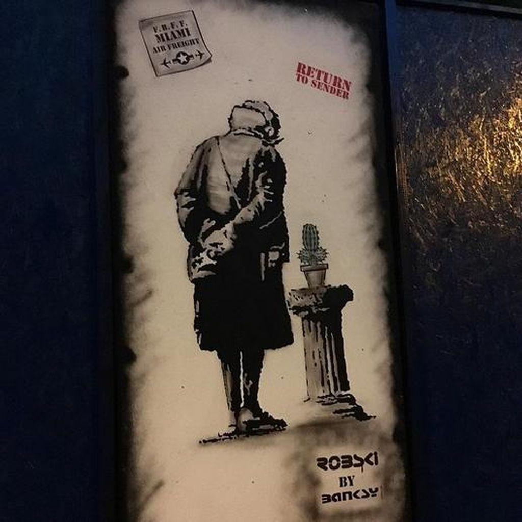 Dua Pria Ditangkap karena Curi Salinan Banksy
