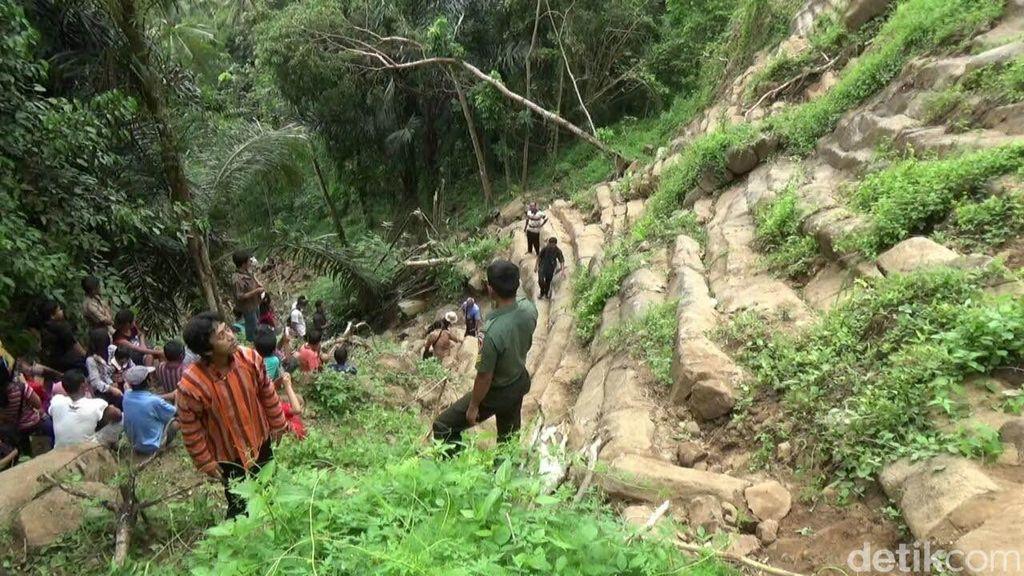 Fenomena Alam di Purworejo, Batu Berundak Dampak Longsor ini Dikira Candi