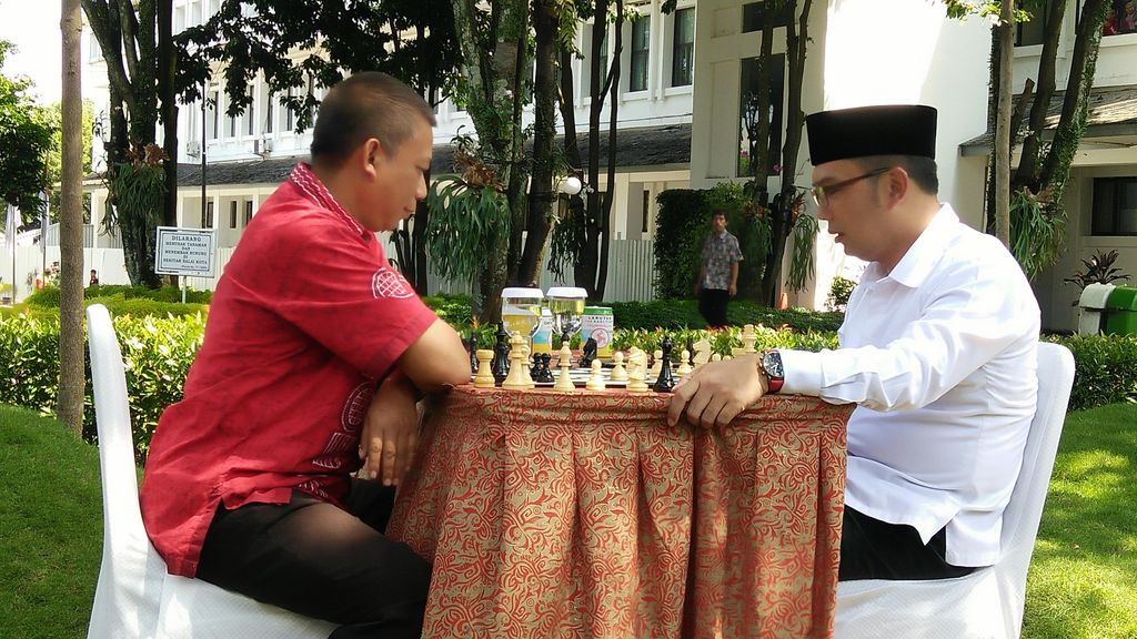 Saat Ridwan Kamil dan Ayi Vivananda Bercatur di Balai Kota, Siapa Menang?