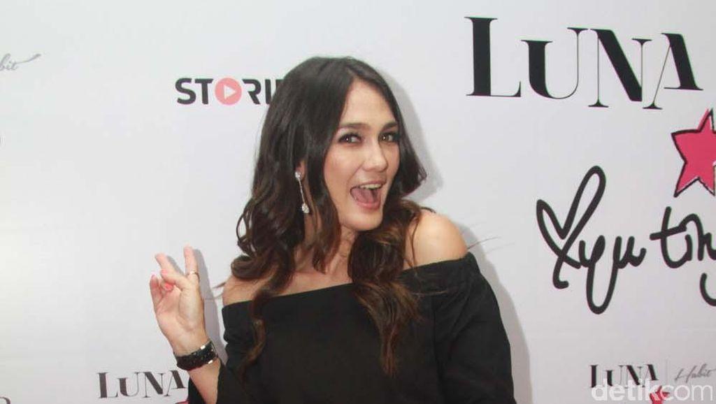 Kerjasama dengan Ayu Ting Ting, Bisnis Fashion Luna Maya Laris Manis
