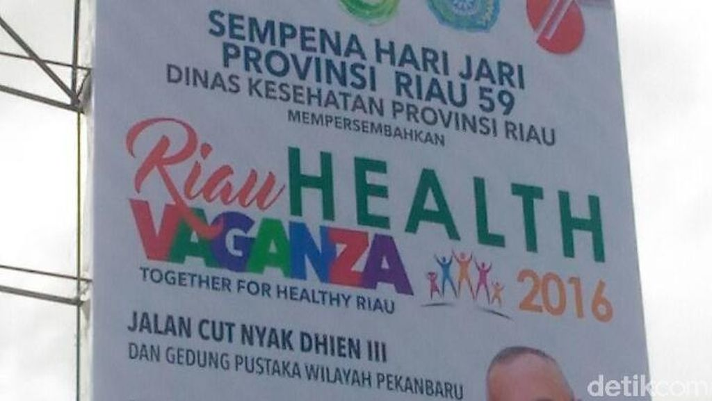 Baliho Raksasa Gubernur Riau untuk Acara Kesehatan Sempat Salah Tulis