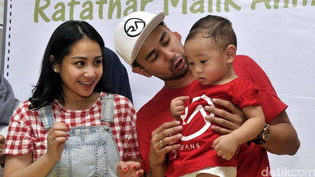 Aktivitas Raffi Ahmad Bersama Nagita Slavina di Rumahnya