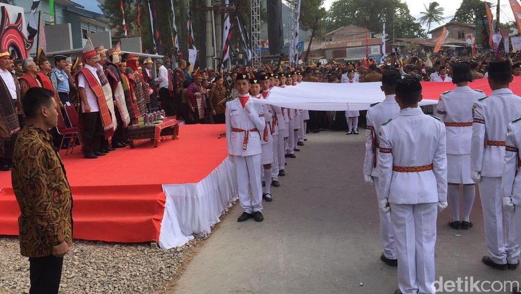 Horas! Presiden Jokowi Hadiri Karnaval Danau Toba