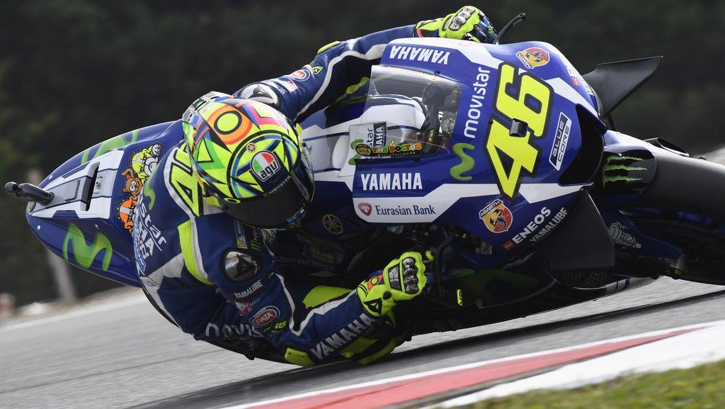 Akui Sangat Sulit Kejar Marquez, Rossi Fokus Kalahkan Lorenzo