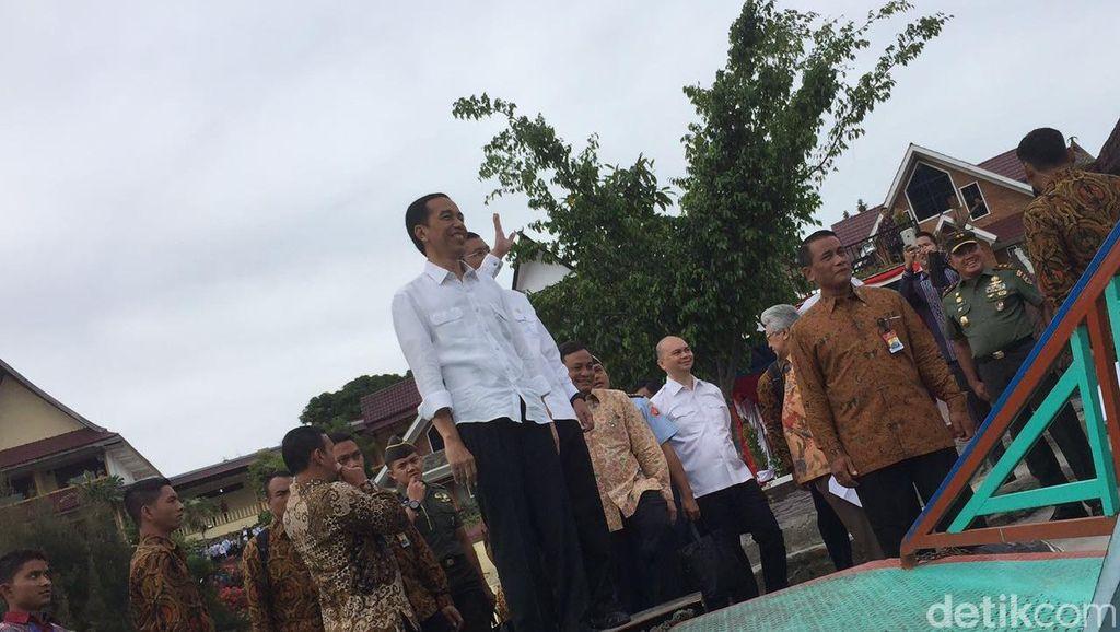 Jokowi Janjikan Kapal Feri dan Perbaikan Dermaga di Pulau Samosir