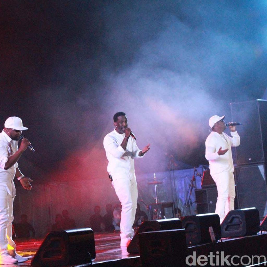 Boyz II Men Kagumi Keindahan Yogya dan Candi Prambanan
