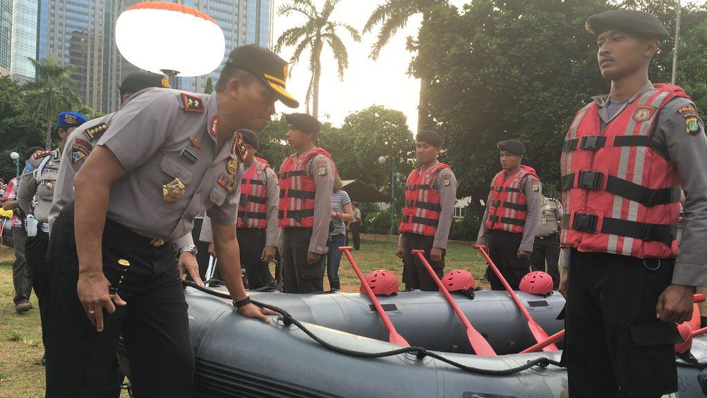 Kapolda Metro Cek Kesiapan Tim SAR untuk Antisipasi Banjir Jakarta