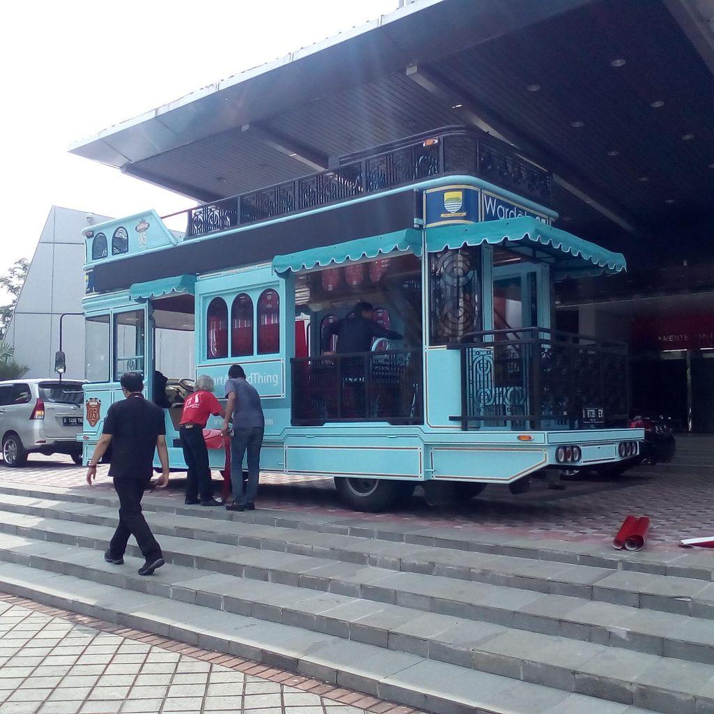 Bus Bandros: Dulu Bus Parade Juara Persib, Besok Arak Juara Olimpiade