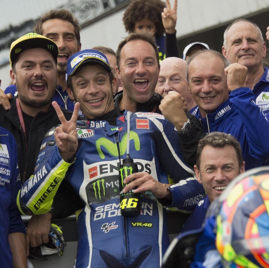 Gembiranya Rossi Usai Kembali Naik Podium