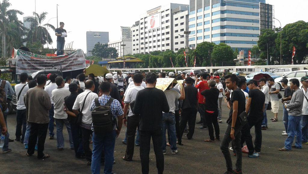 Usai Bertemu Komisi V di DPR, Ratusan Sopir Angkutan Online Bubar Demo