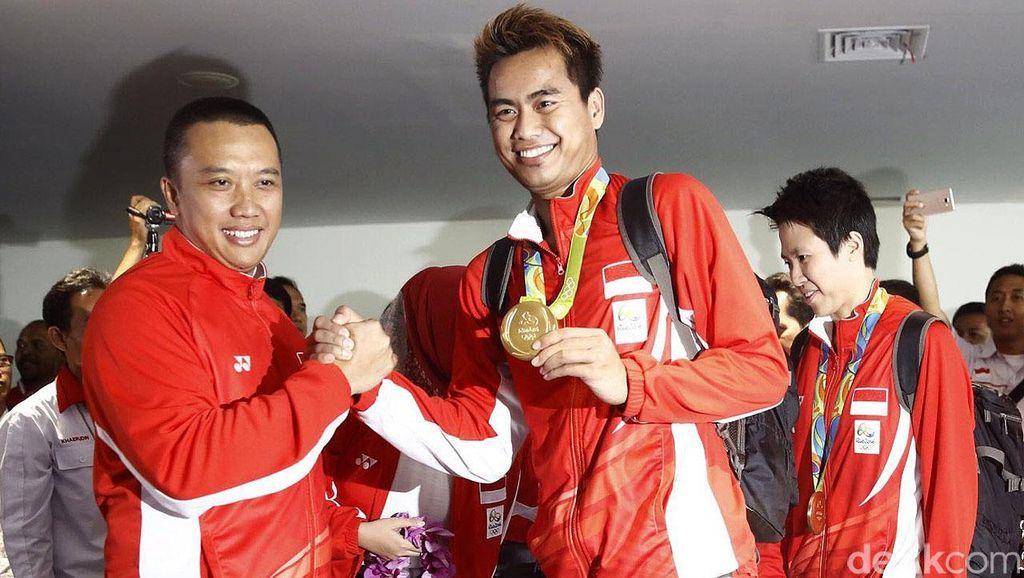 Pahlawan Olahraga Owi/Butet Tiba di Bandara Soetta