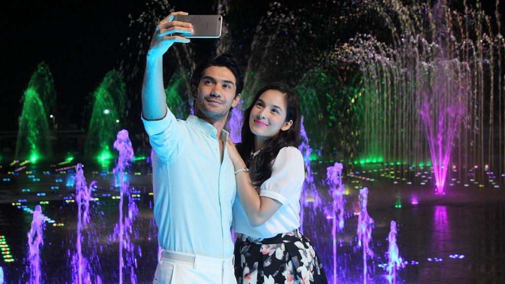 Chelsea Islan Demam Selfie di Reunian Hingga Lokasi Syuting