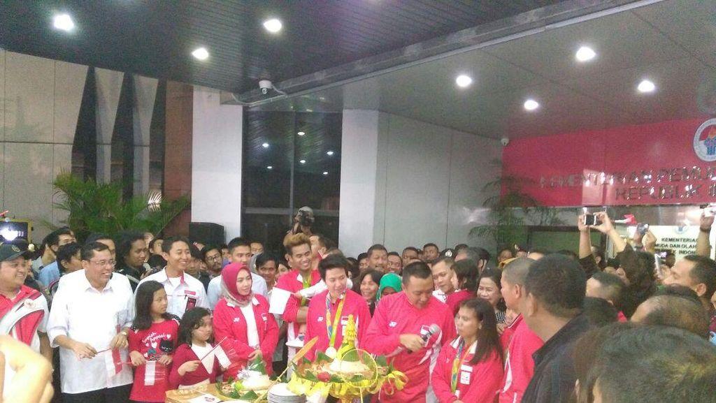 Tontowi dan Liliyana Dapat Tiket AirAsia Gratis Seumur Hidup ke Seluruh Dunia