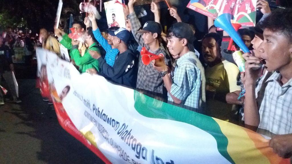 Tiba di Kemenpora, Rombongan Atlet Olimpiade Disambut Ribuan Masyarakat