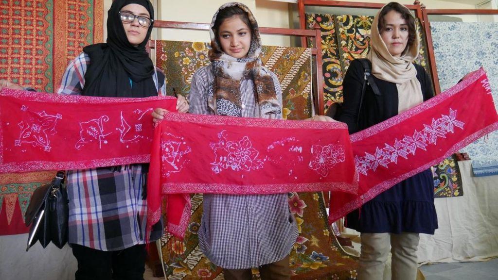 Menengok Batik Hasil Karya Mahasiswa Afghanistan