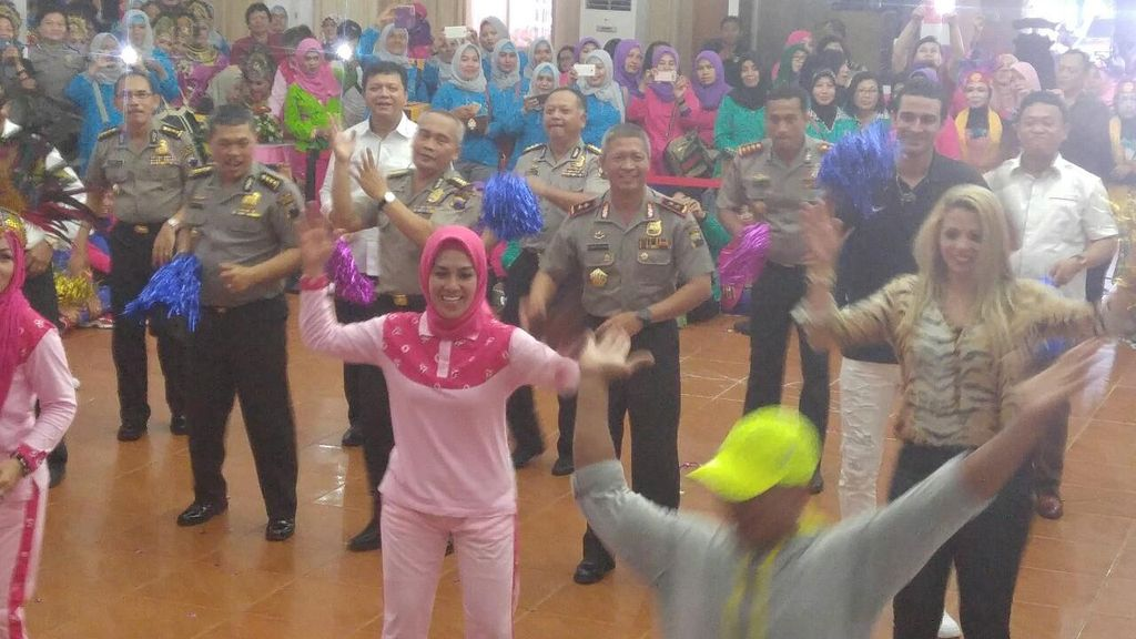 Goyangan Kapolda Jateng untuk Kenalkan Senam Maumere