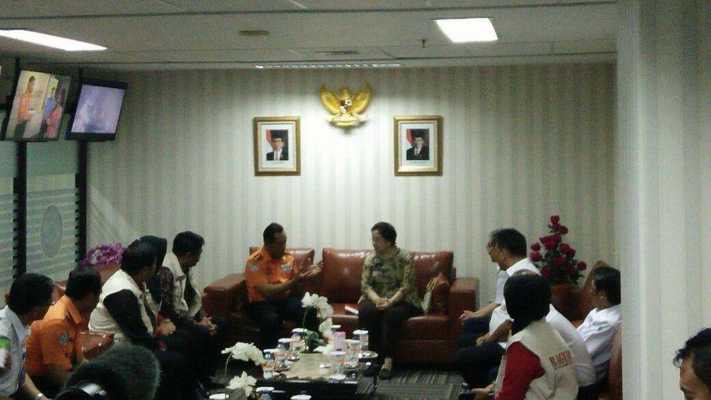 Ditemani Djarot, Megawati Teken MoU PDIP dan Basarnas