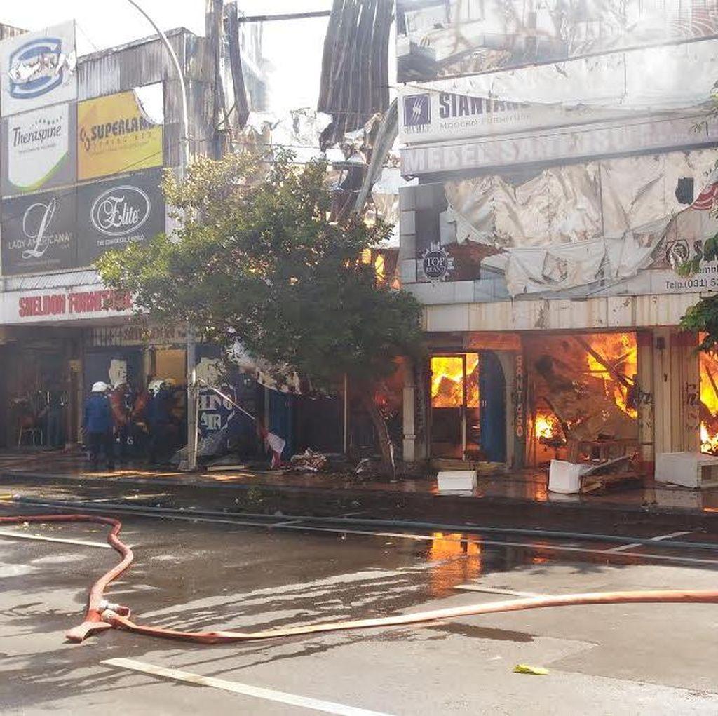Toko furniture di Jalan Gemblongan Terbakar