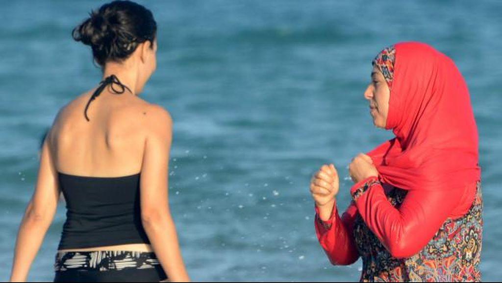 Muslimah Berjilbab Didenda di Pantai Prancis