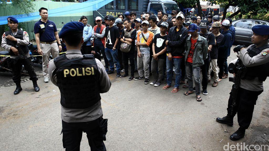 350 Personel Polisi Jaga Kampus Trisakti Jl Kyai Tapa Tomang