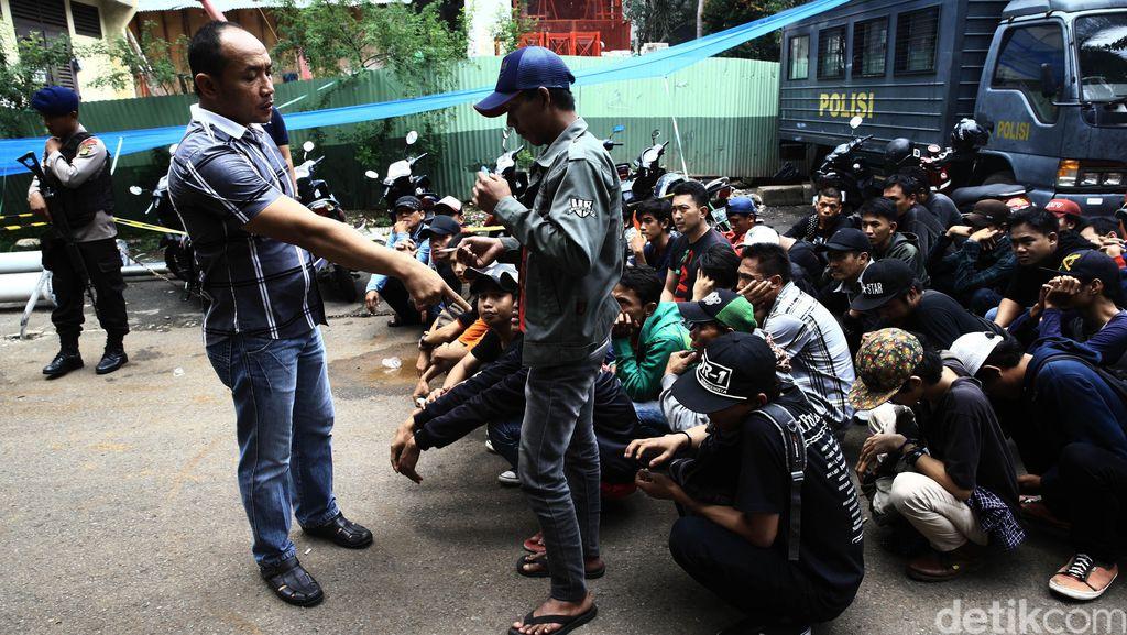 Situasi Trisakti Mulai Kondusif Setelah Ricuh, Polisi Tetap Berjaga
