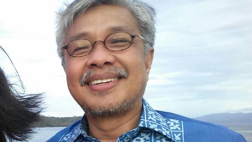 Di Tengah Status Tersangka dari KPK, Gubenur Nur Alam Raih Doktor Ekonomi dari UNJ