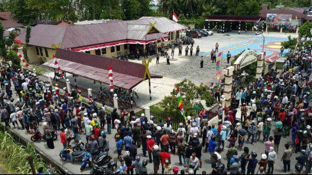 Kapolda Riau Janji Usut Kasus Tewasnya Apri yang Picu Kerusuhan di Meranti