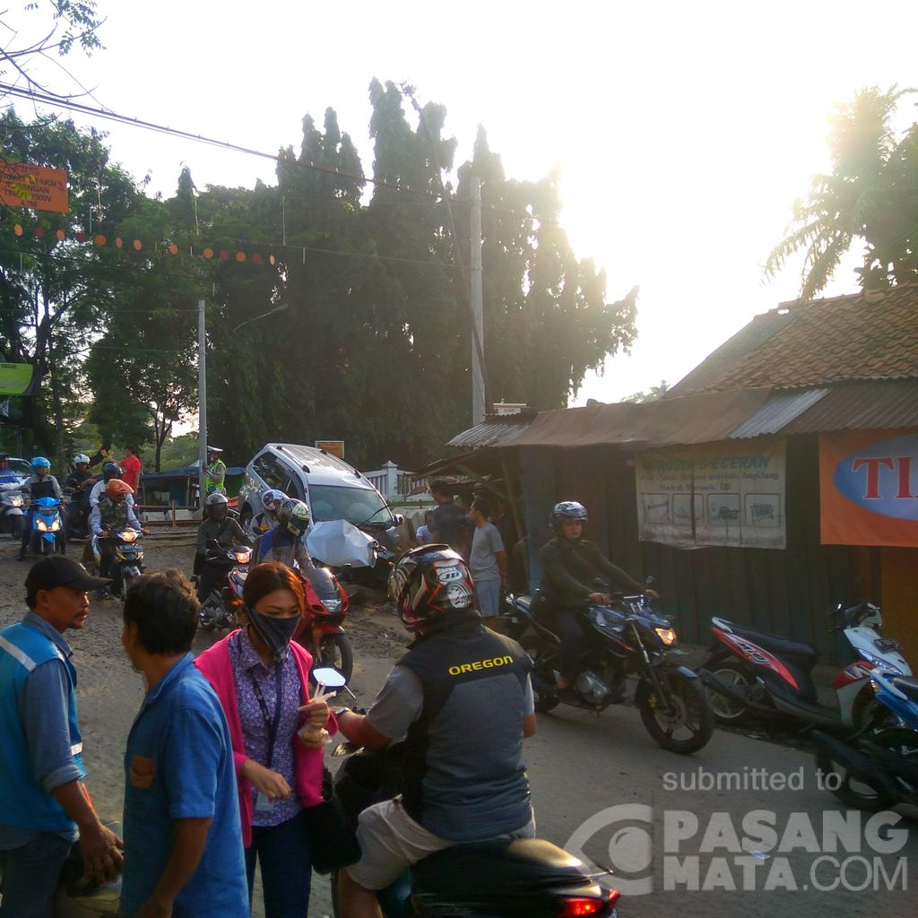 Mobil Tertabrak Kereta di Bekasi Timur, Sopir Selamat