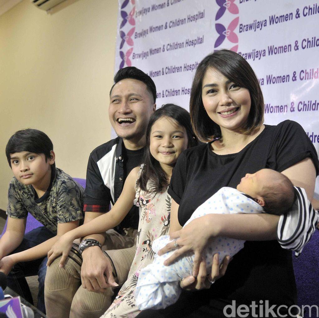 Melihat Proses Kelahiran Anak Ketiga, Arie Untung Hampir Pingsan