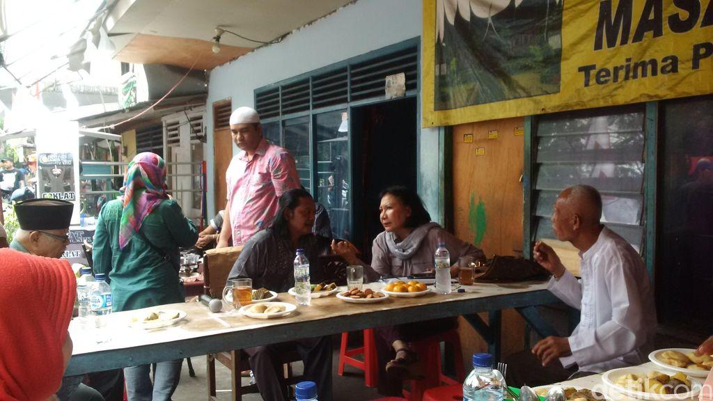 Warga Rawajati yang Akan Direlokasi Konsultasi ke Ratna Sarumpaet