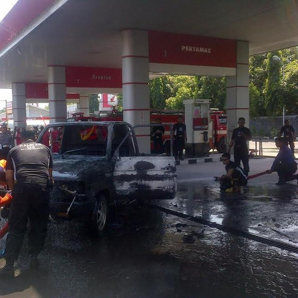 Pick Up Milik Ketua BPBD Situbondo Hangus Terbakar di SPBU