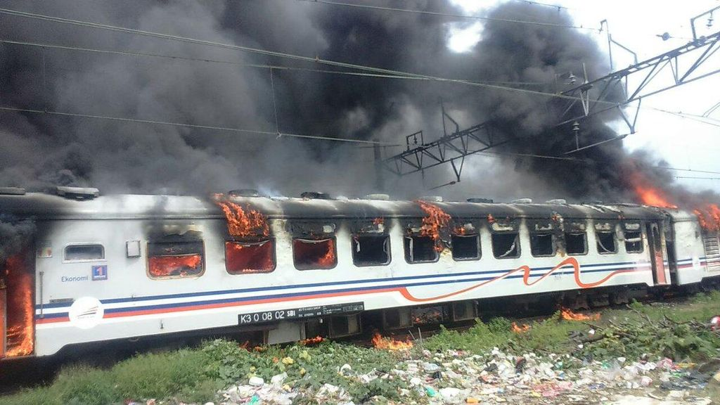 Imbas Kereta Terbakar, KCJ Minta Maaf Perjalanan KRL Priok-Kota Lebih Lama