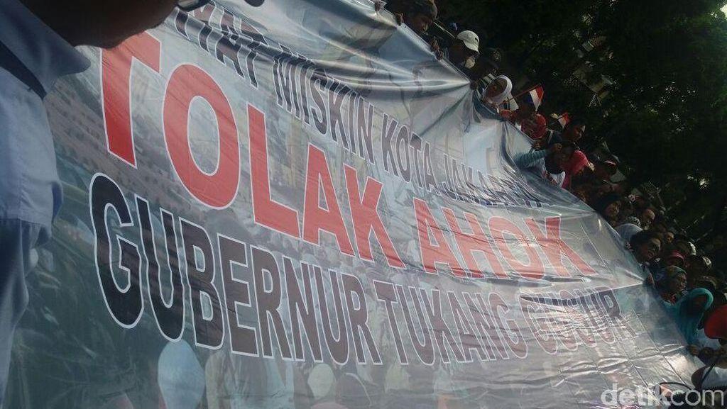 Puluhan Orang Demo di Kantor PDIP Tolak Ahok jadi Cagub DKI