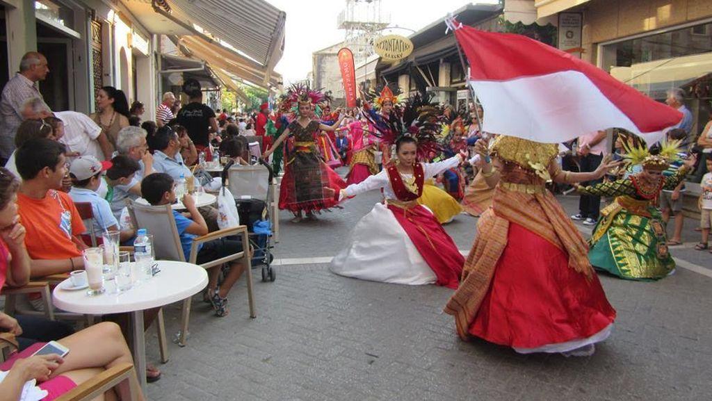Luar Biasa! Busana dan Tari Indonesia Pukau Publik Negeri Para Dewa
