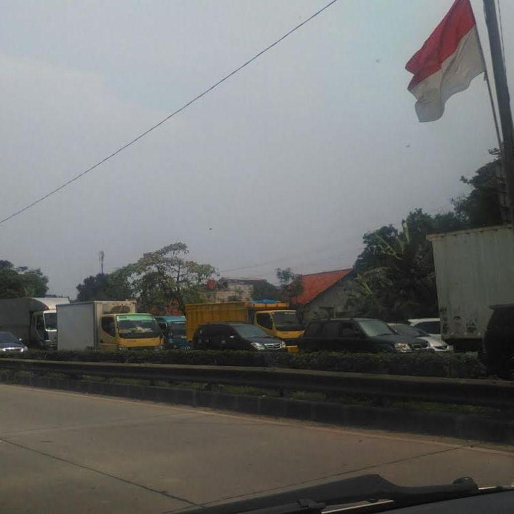 Ada Perbaikan Jalan di Cikarang, Tol JORR Arah Cikampek Macet Panjang