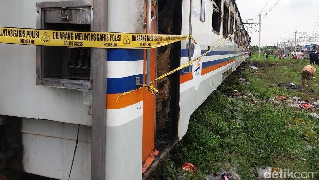 Warga Saat Gerbong Kereta Kertajaya Terbakar Priok: Ikut Bantu Dorong dan Padamkan Api