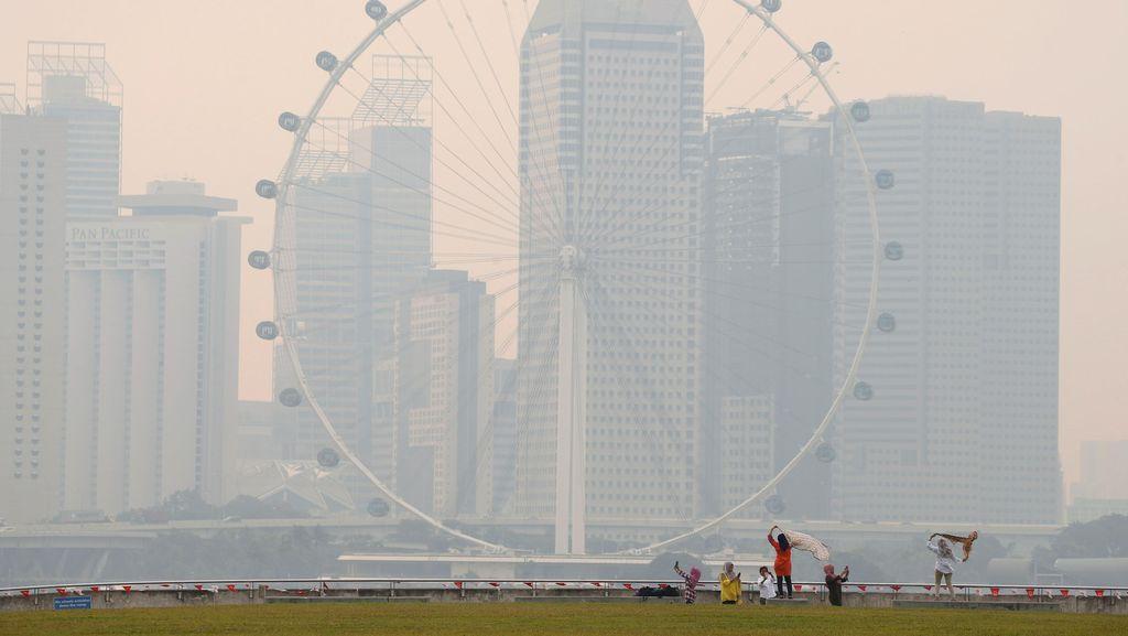Kebakaran Hutan Indonesia Picu Kabut Asap Parah di Singapura