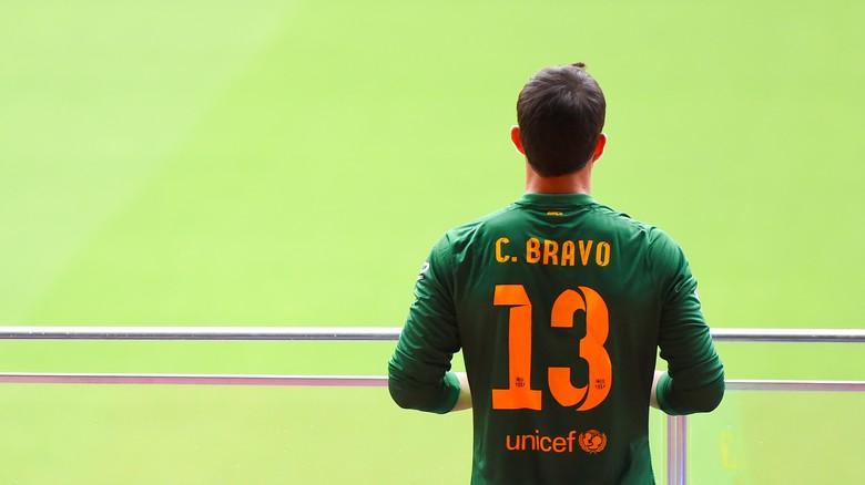 Bravo Tuliskan Salam Perpisahan Untuk Barca