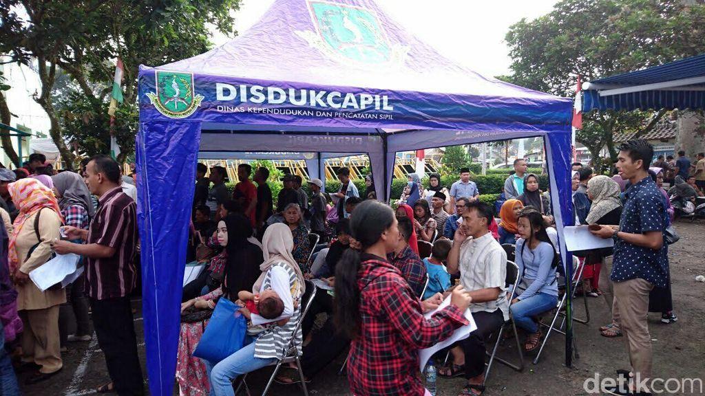 Di Sukabumi, Petugas Juga Jemput Bola untuk Pembuatan e-KTP Warga